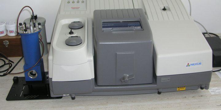 FT-IČ spektrometer NICOLET NEXUS 470