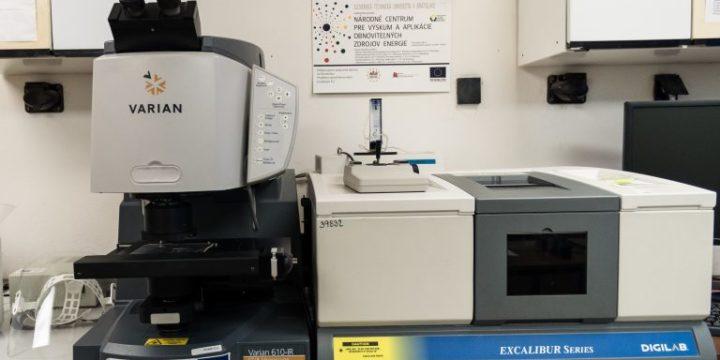 FTIR a mikro FTIR spektrofotometer, Digilab Excalibur s IR mikroskopom Varian 610
