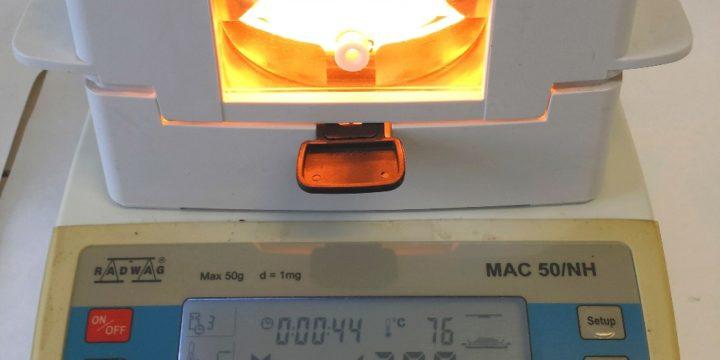 Automatický analyzátor vlhkosti