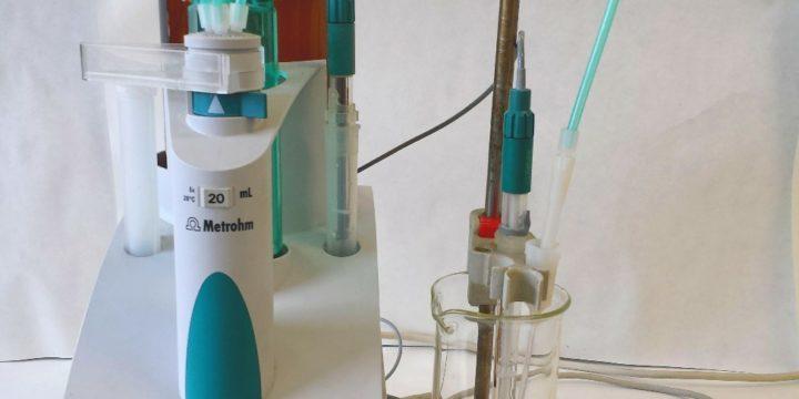 Automatický titrátor redukčno-oxidačných reakcií a pH zmien