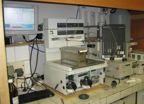 MPLC preparatívna kolónová chromatografia
