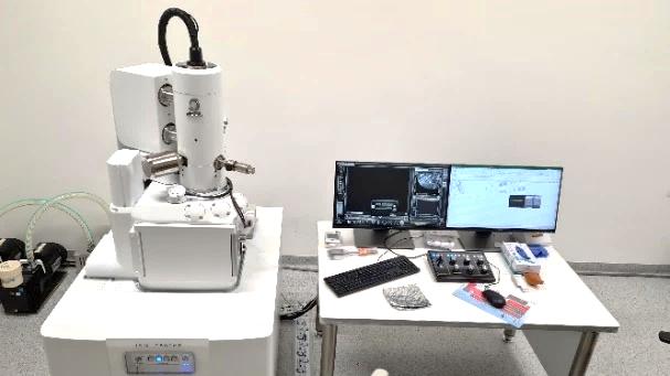 Jeol JSM-IT500HR INTOUCHSCOPE™  – Skenovací elektrónový mikroskop