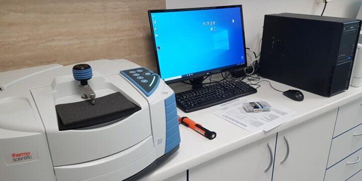 Thermo Scientific™ Nicolet iS20 – Stolový FTIR spektrometer